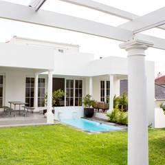 House Oranjezicht: scandinavian Pool by ATTIK Design