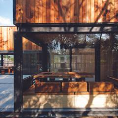Qfarm: translation missing: tw.style.住宅.modern 住宅 by FAMWOOD 自然紅屋