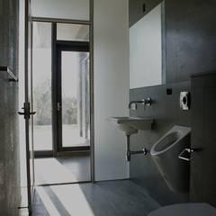 休閒別墅: translation missing: tw.style.浴室.modern 浴室 by 大也設計 Dal DesignGroup