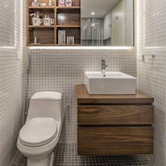 : Baños de estilo moderno por CENTRAL ARQUITECTURA