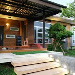บ้านไม้โมเดิร์นสไตล์: translation missing: th.style.บ-านและที-อยู-อาศัย.modern บ้านและที่อยู่อาศัย by D-Built รับออกแบบสร้างบ้าน