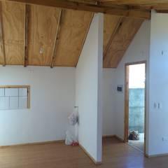 Hall entrada: Pasillos, hall y escaleras de estilo translation missing: cl.style.pasillos-hall-y-escaleras.clasico por Lares Arquitectura