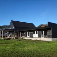 CASA QUAST: Casas de estilo escandinavo por VIVANCO & PINTO D´AGUIAR ARQUITECTOS