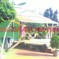 Tenda Membrane kolam renang: translation missing: id.style.taman.modern Taman by Braja Awning