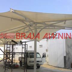 Tenda membrane di ruang publik: translation missing: id.style.taman.modern Taman by Braja Awning