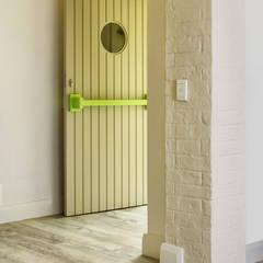 New front entrance: minimalistic Windows & doors by deborah garth interior design