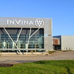 Planta Vitivinicola Invina: Oficinas y comercios de estilo translation missing: cl.style.oficinas-y-comercios.minimalista por Estudio 111 Arquitectos