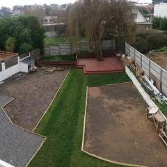 Rehabilitación de vivienda en la localidad de Penco: Jardines de estilo ecléctico por ARQUITECTURA E INGENIERIA PUNTAL LIMITADA