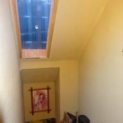 Sector Escalera: Pasillos, hall y escaleras de estilo translation missing: cl.style.pasillos-hall-y-escaleras.asiatico por Feng Shui y Arquitectura