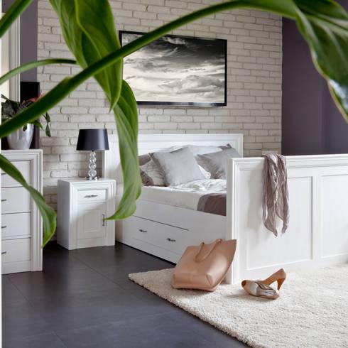 modernes holzbett aus massivholz. Black Bedroom Furniture Sets. Home Design Ideas