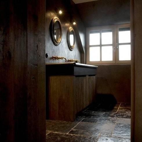 Houten meubels in donkere tinten tien sfeermakers - Rustieke badkamer meubels ...