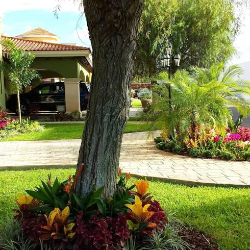 Jardines y patios 10 ideas con adoquines sensacionales for Jardines con gravilla de colores