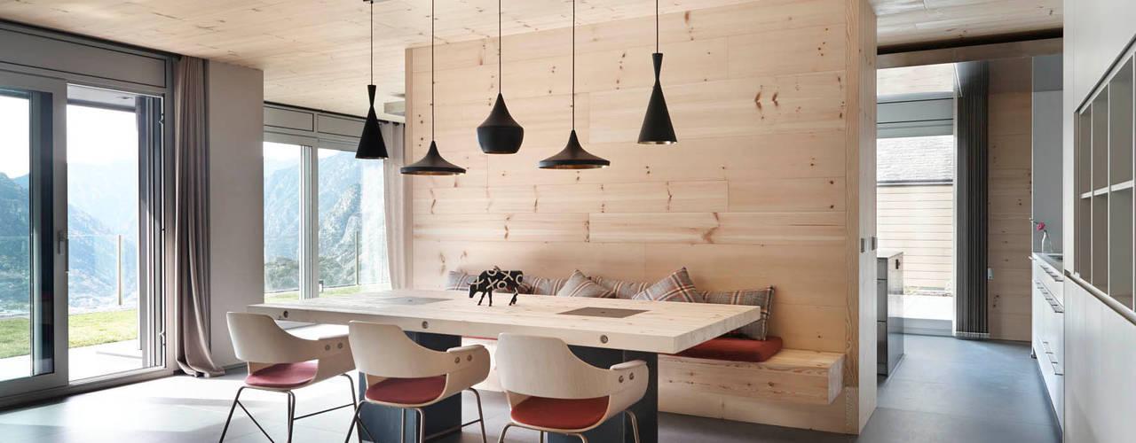 scandinavian Dining room by Coblonal Arquitectura