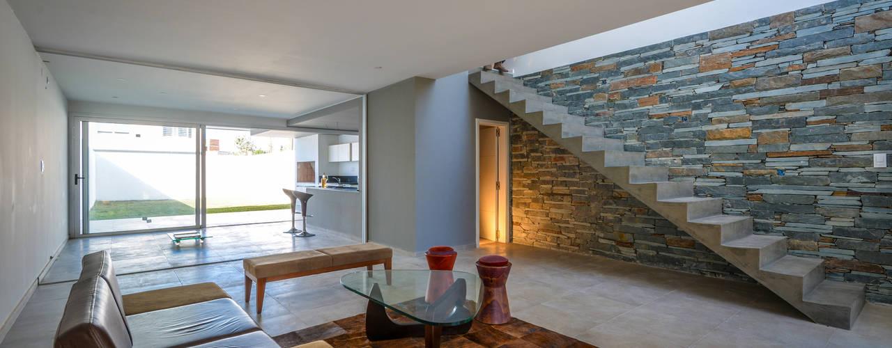 Casas modernas 8 ideas con piedra laja para decorar tus for Gradas metalicas para casas