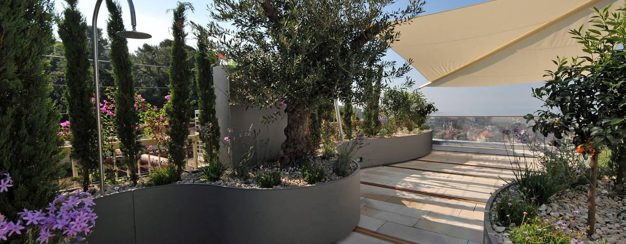 Außendusche: translation missing: de.style.terrasse.mediterran Terrasse von +grün GmbH