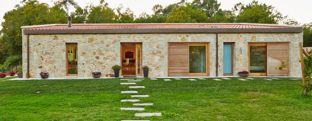 Esta casa parece de una planta pero es de dos - Arquitectos en pontevedra ...
