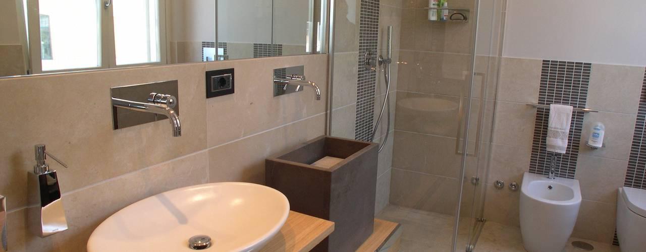 Bagno Zona Note Casa Mazzara due: Bagno in stile in stile Moderno di ...
