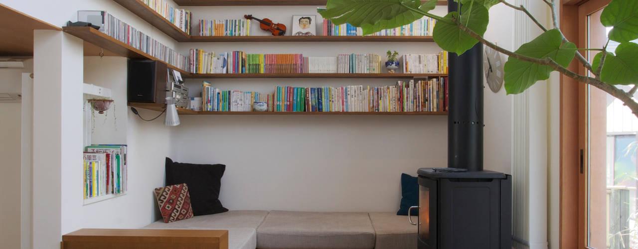 translation missing: id.style.ruang-keluarga.skandinavia Ruang Keluarga by 長浜信幸建築設計事務所