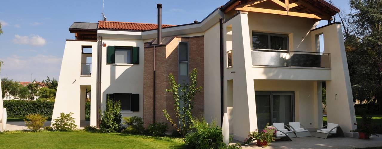 Casas de estilo moderno por Pellegrini Alberto  - Artuso Francesco Architetti associati