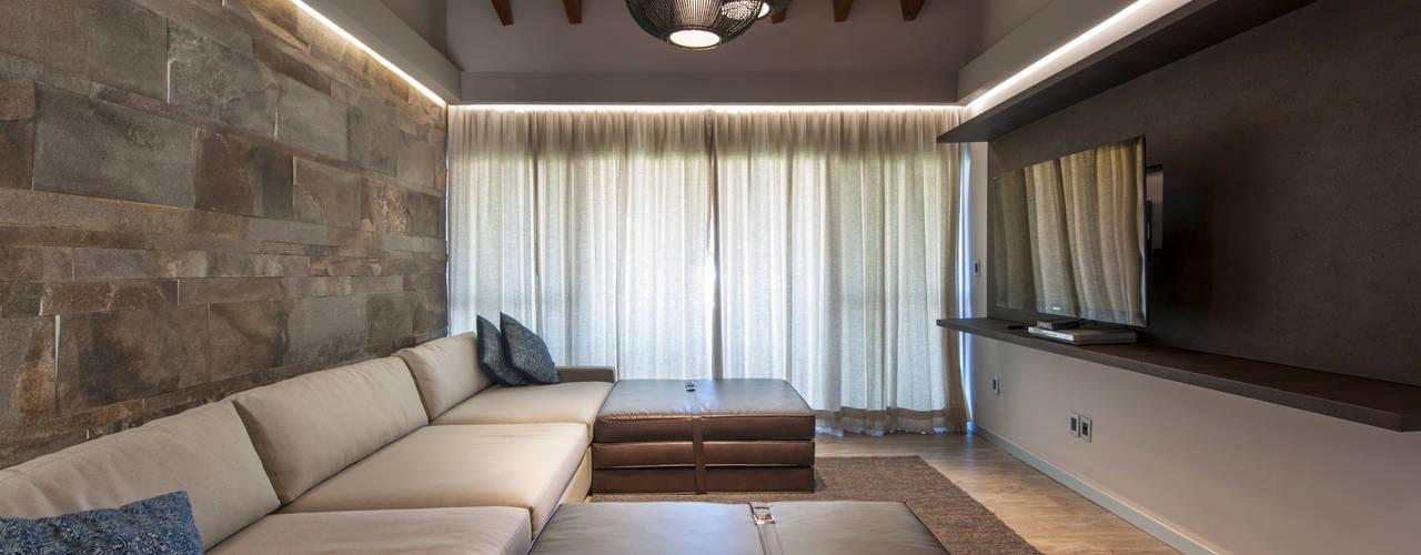 12 formas de decorar tu paredes con piedra y que se vean for Piedra para decorar paredes interiores