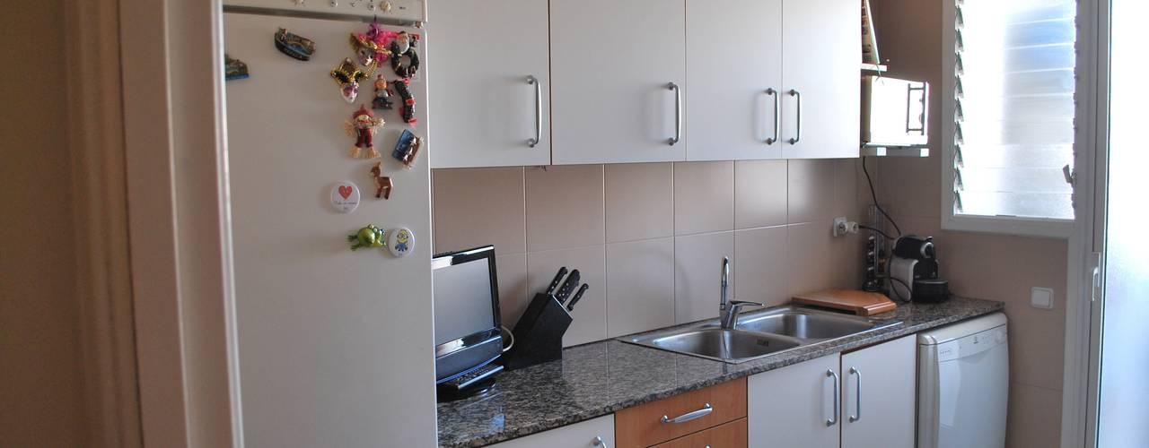 7 im genes que muestran la remodelaci n de una cocina peque a for Remodelacion de cocinas pequenas