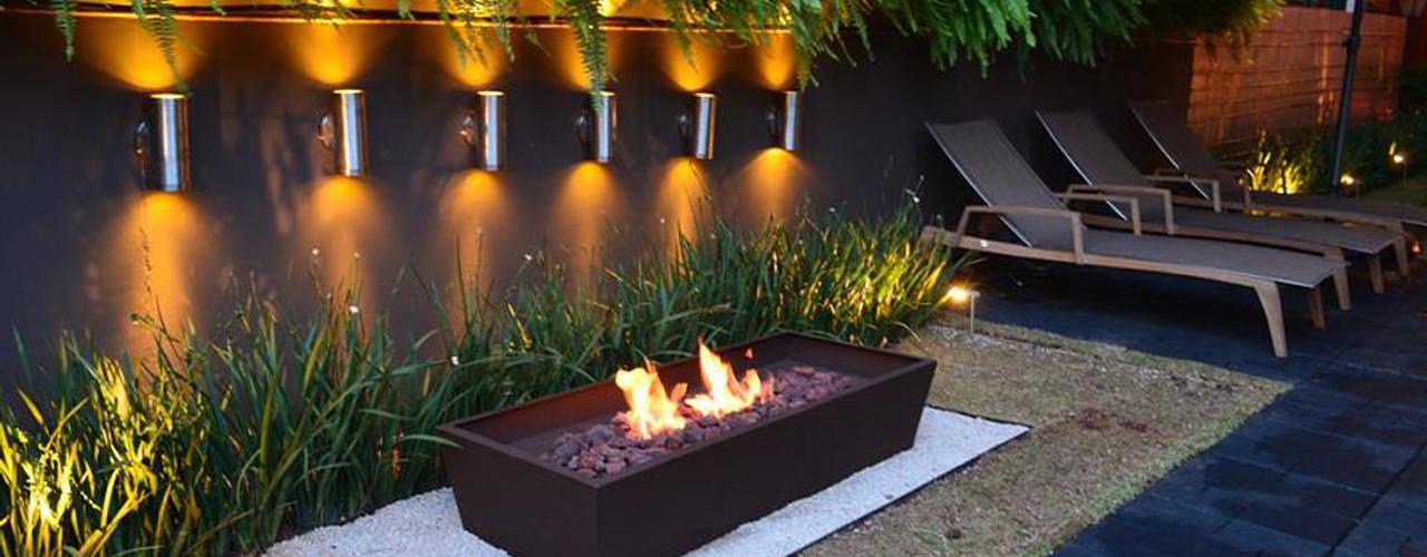 12 jardines modernos que te dejar n con ganas de remodelar for Iluminacion de jardines modernos