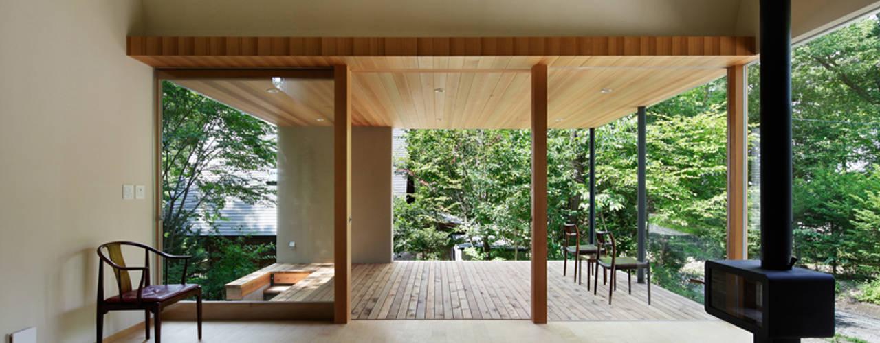 031軽井沢Tさんの家: atelier137 ARCHITECTURAL DESIGN OFFICEが手掛けたtranslation missing: jp.style.リビング.modernリビングです。