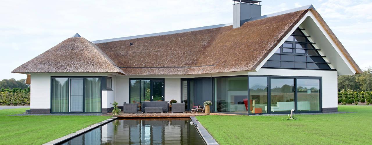 Una casa de campo que se atrevi con el techo de paja for Ver techos de casas