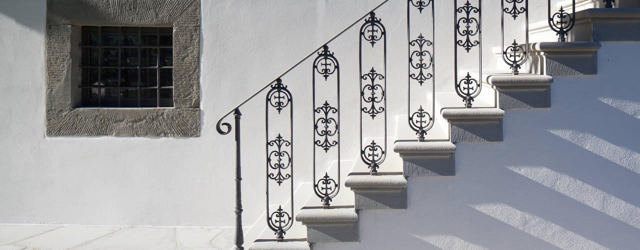 10 pasamanos y barandas de hierro que har n brillar tu escalera - Barandas de forja para escaleras ...