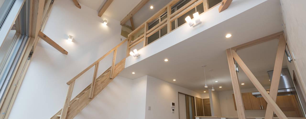 modern Living room by 岡本建築設計室
