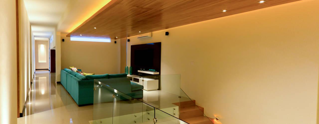 Iluminaci n de interior 10 ideas elegantes y modernas for Muebles de salon con luz led