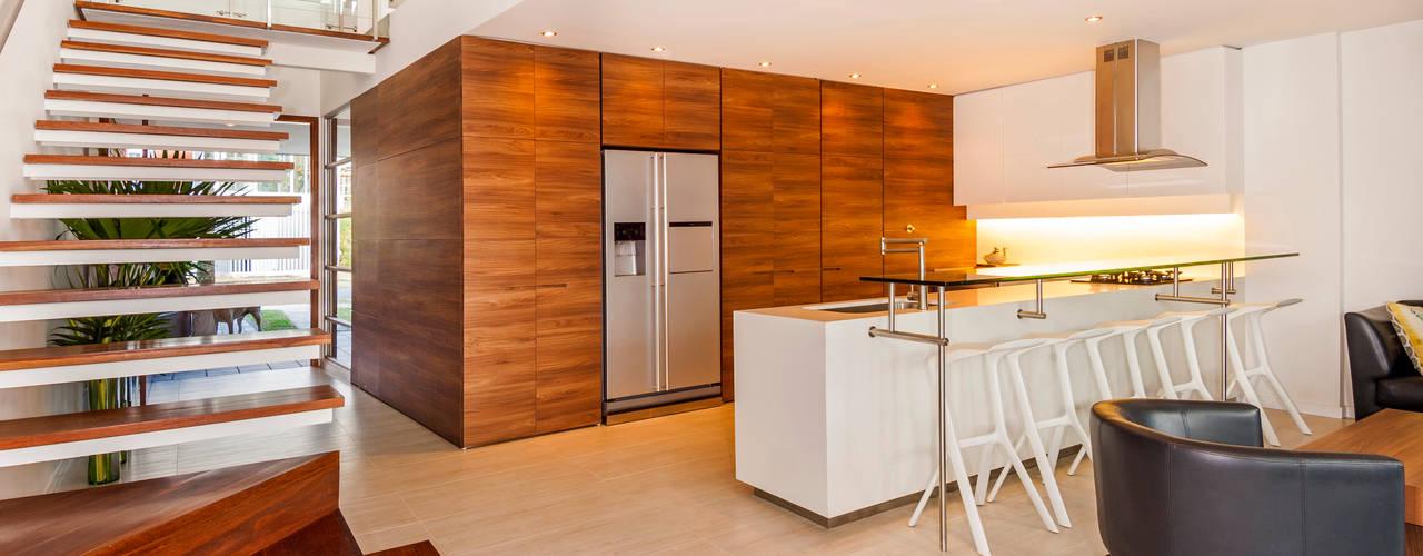 Moderne keukens in hout thijs van de wouw keukens gefineerd eiken - Moderne keuken muurdecoratie ...