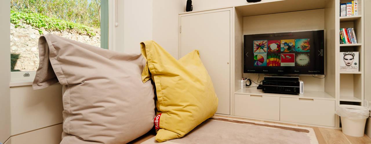 translation missing: eg.style.غرفة-الميديا.modern غرفة الميديا تنفيذ Perfect Stays
