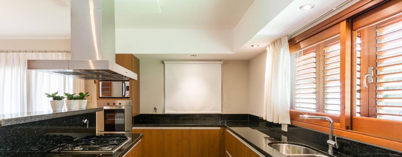 k che in u form praktisch und stilvoll. Black Bedroom Furniture Sets. Home Design Ideas
