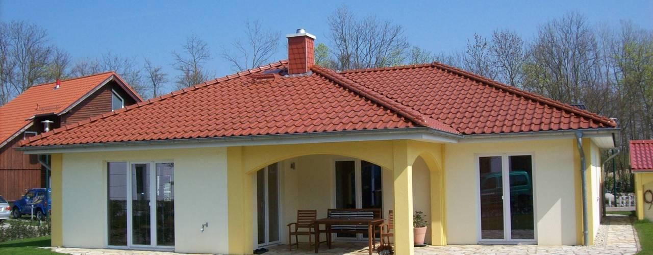 Casas de estilo moderno de RostoW Bau