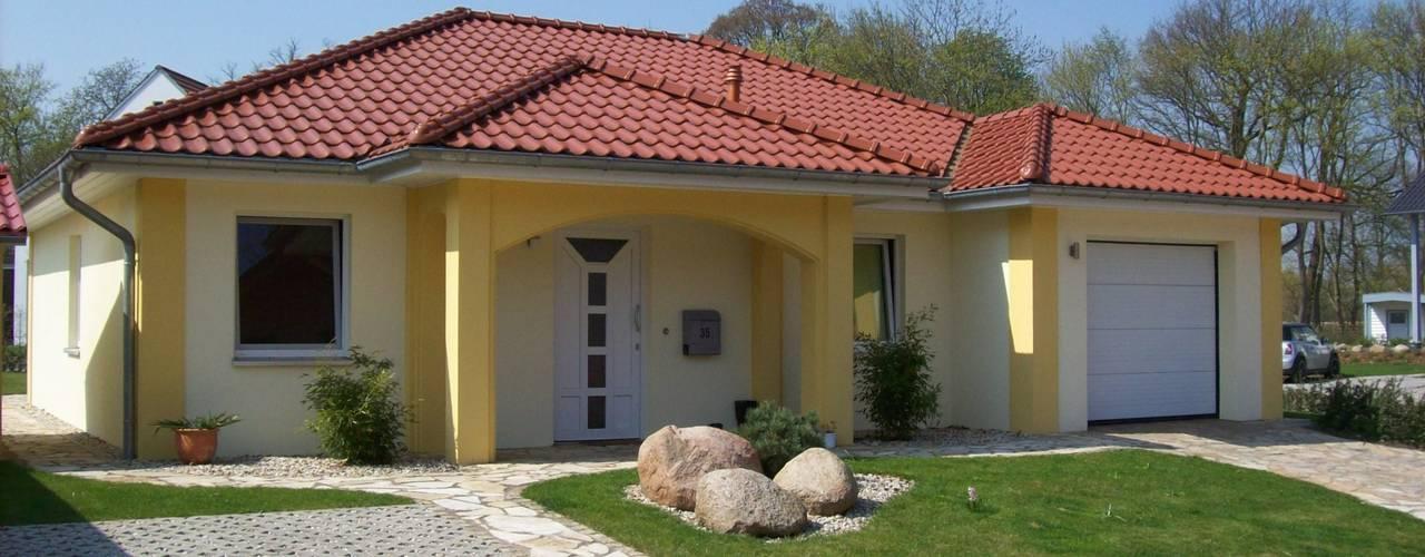 Maisons de style de style Moderne par RostoW Bau