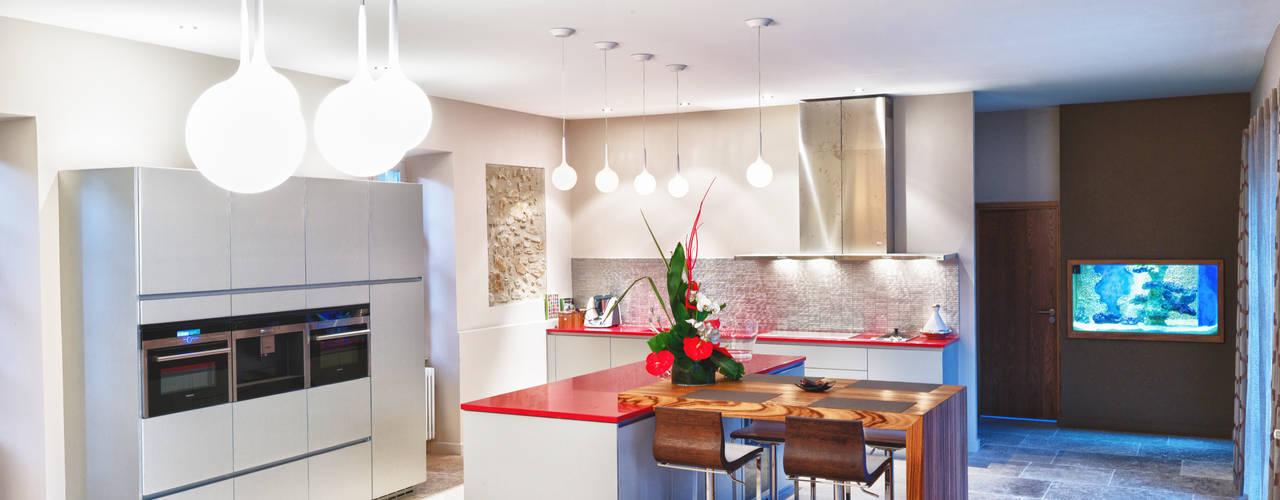 Cuisine Rouge Carrelage Noir : Cuisine moderne Cuisine de style de style Moderne par Jeux de