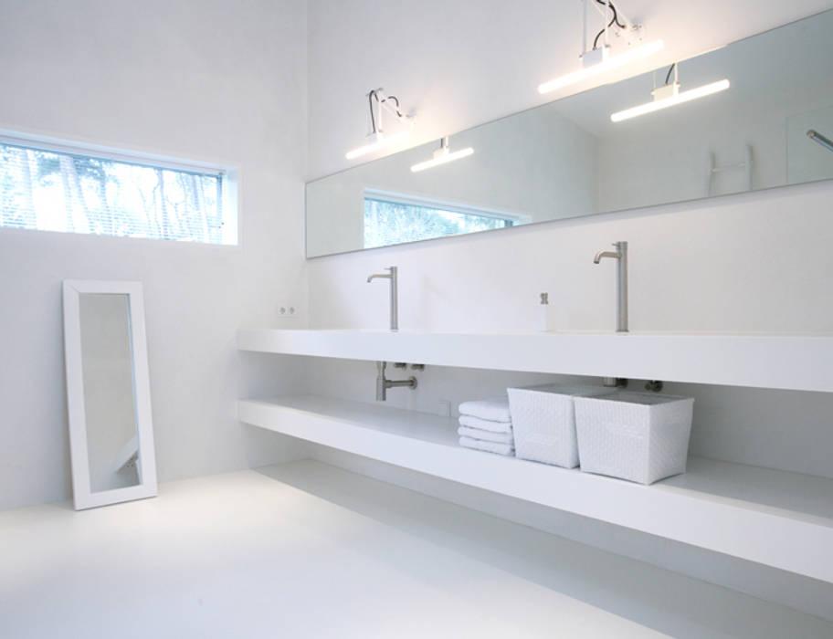 Foto 39 s van een moderne badkamer marike maatwerk pulse wastafel met losse plank homify - Mooie moderne badkamer ...