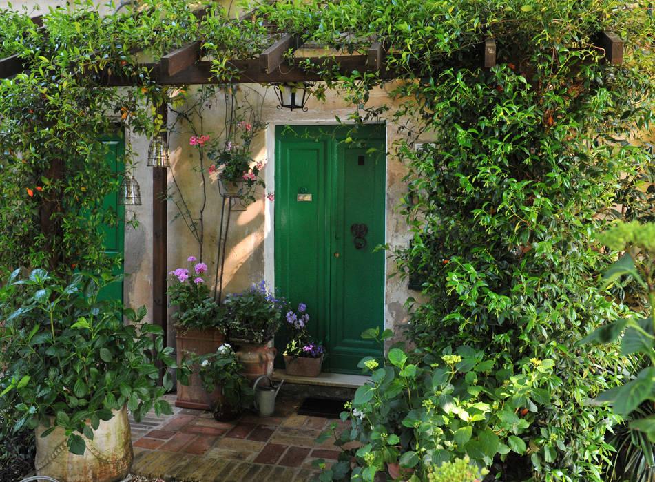 Foto di finestre porte in stile in stile mediterraneo for Decorazione giardini stile 700