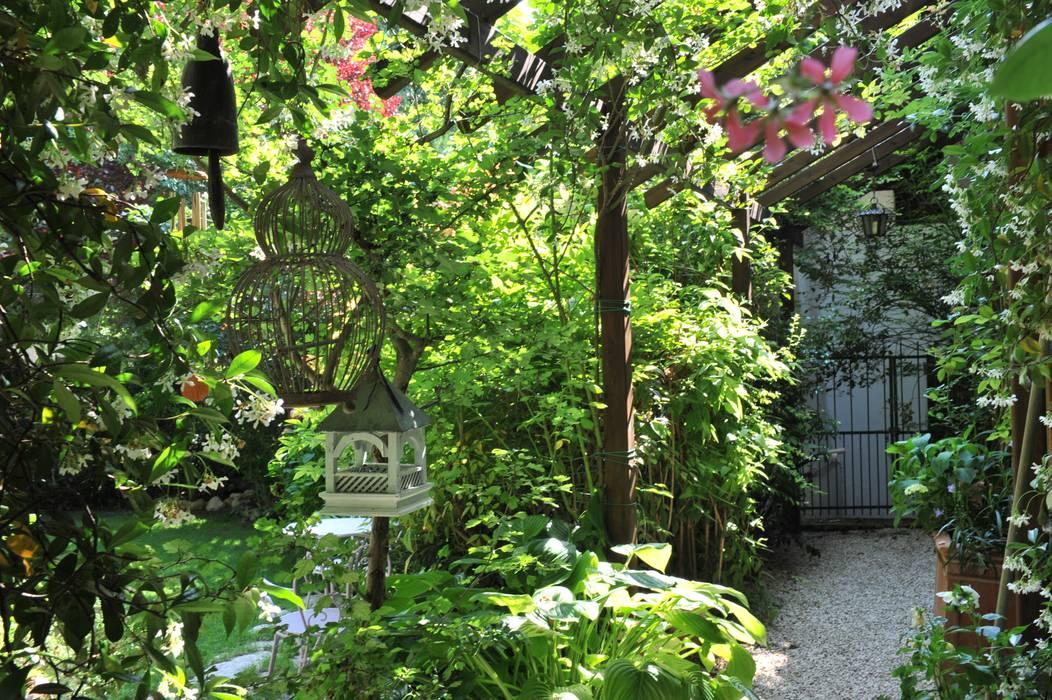 Foto di giardino in stile in stile mediterraneo nel for Decorazione giardini stile 700
