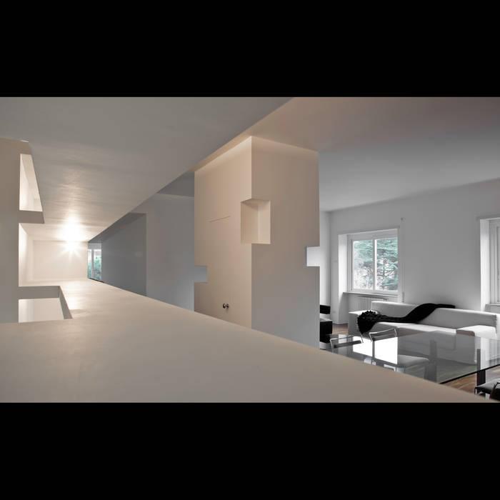 Foto di soggiorno in stile in stile minimalista casa for Casa stile minimalista