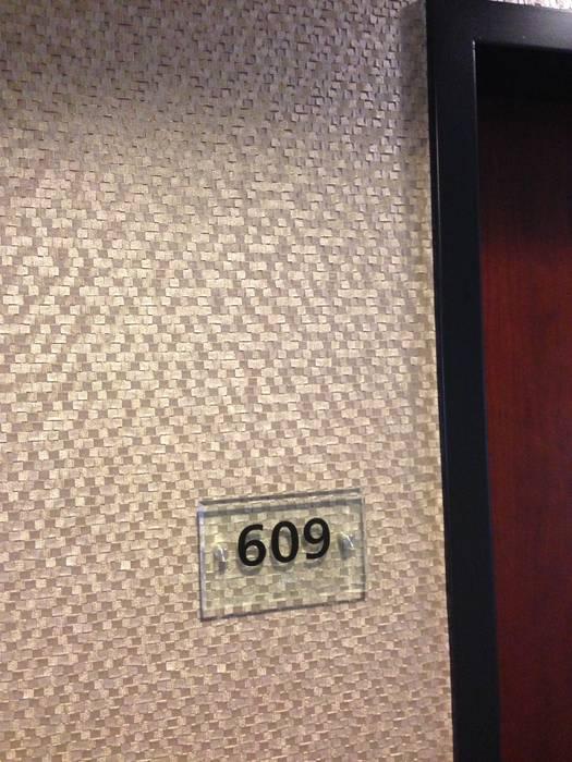 ausgefallener flur diele treppenhaus bilder akzentwand mit tapete vescom shannon homify. Black Bedroom Furniture Sets. Home Design Ideas