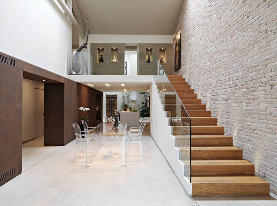Foto di soggiorno in stile in stile minimalista loft for Soggiorno minimalista