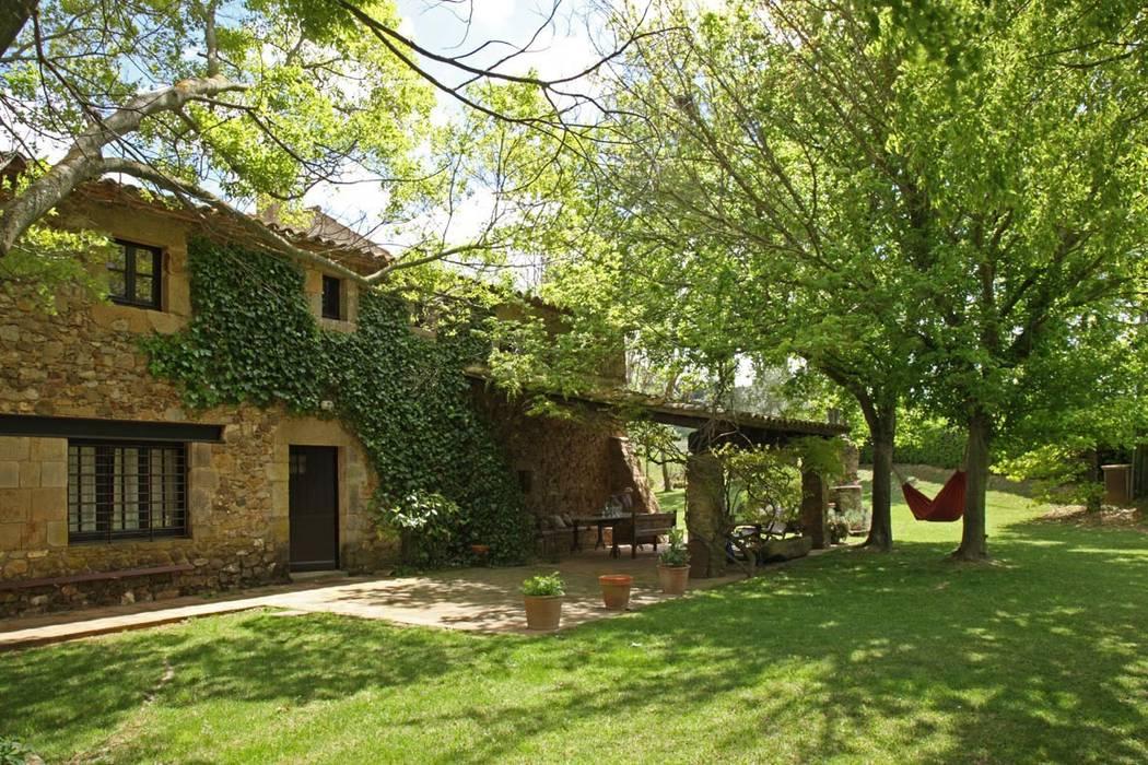 Fotos de jardines de estilo r stico iluminaci n exterior - Casa de iluminacion ...
