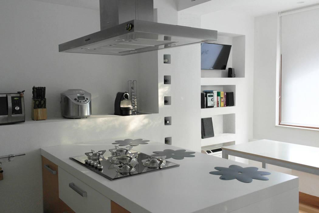 Foto di cucina in stile in stile minimalista casa m l for Casa stile minimalista