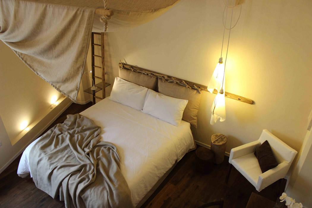 FondoVito B&B: Camera da letto in stile in stile Rustico di FRANCESCO ...