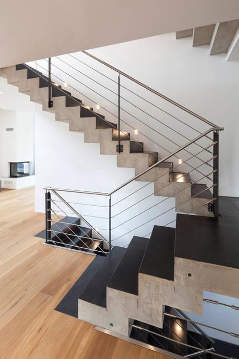 moderner flur diele treppenhaus bilder beton cir auf treppe homify. Black Bedroom Furniture Sets. Home Design Ideas