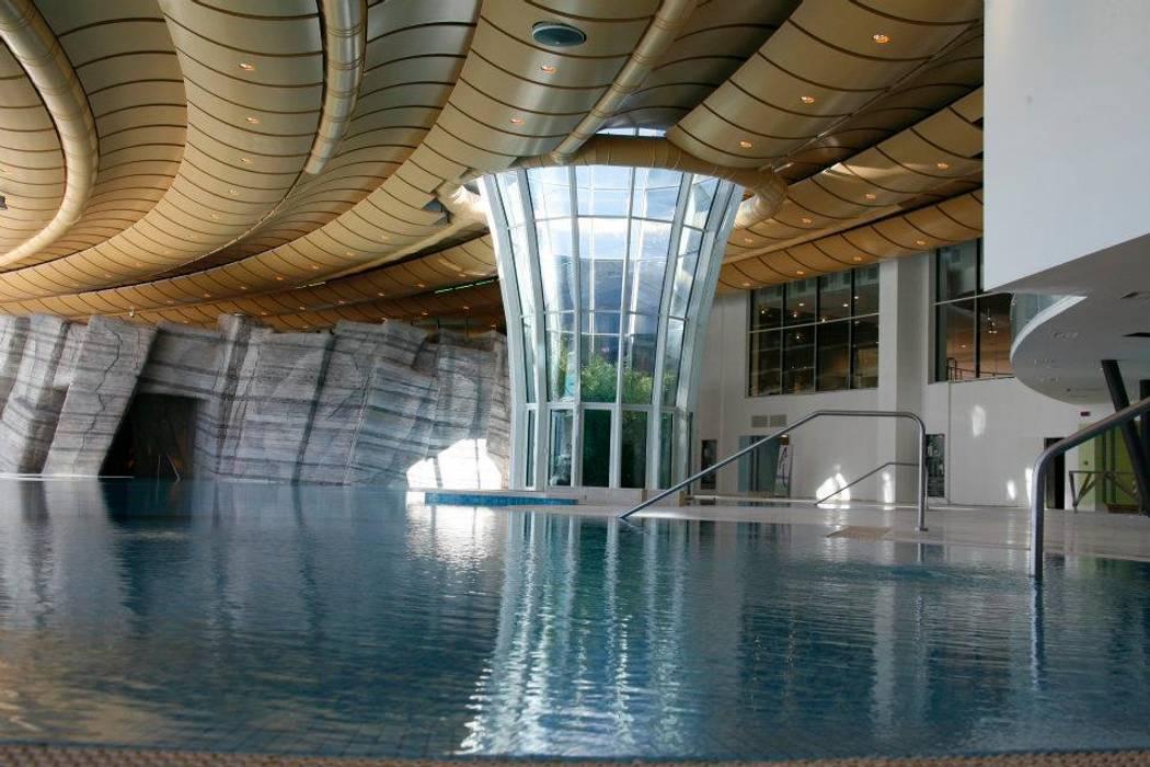 Foto di piscine in stile translation missing for Finestra termale
