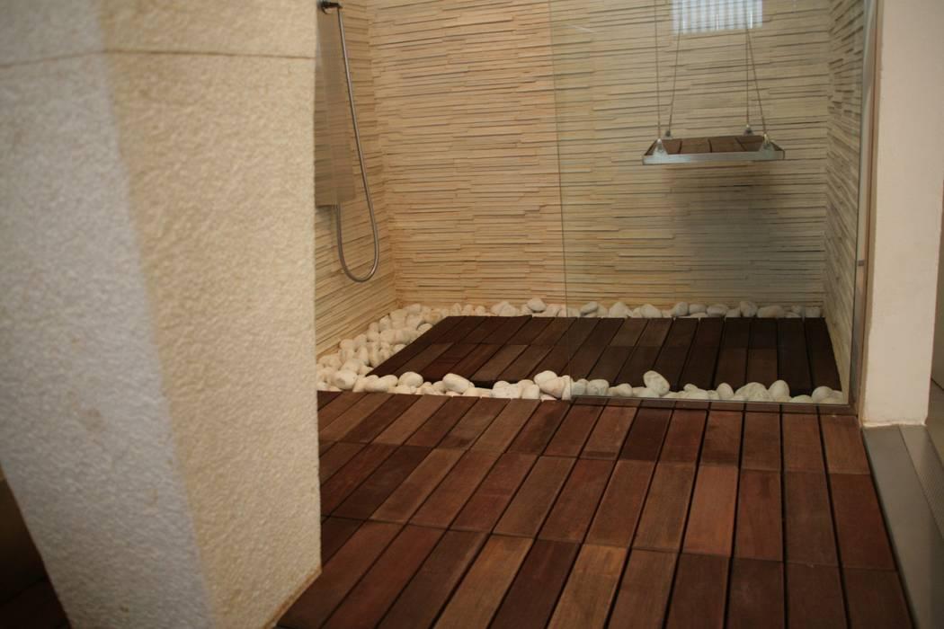Foto di bagno in stile in stile moderno : bagno techno zen  homify