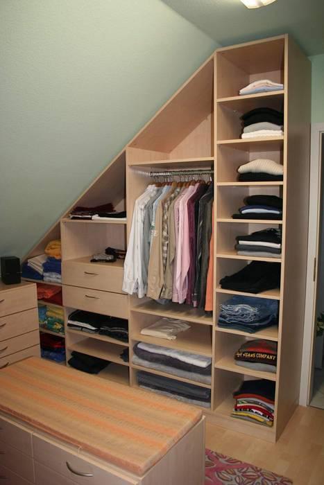 fotos de vestidores de estilo cl sico de schrankplaner. Black Bedroom Furniture Sets. Home Design Ideas